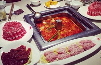 3 Hours Hotpot Dinner and Sichuan Opera Show Night Tour