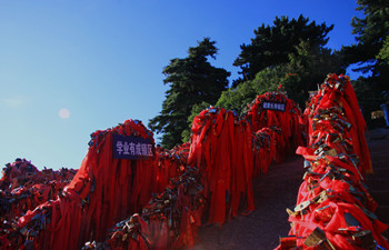 Mt. Huashan Exploration Day Tour by High-speed Train