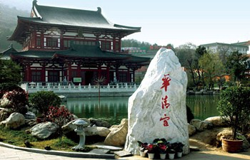 Terracotta Warriors and Huaqing Hot Spring Tour by Bus