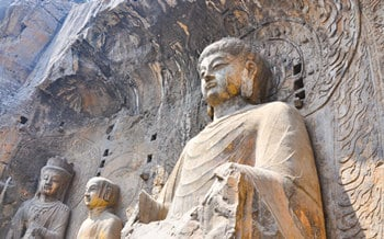 One Day Luoyang Layover Tour for Longmen Grottoes from Xian to Beijing
