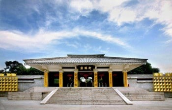 The Yellow Emperor and The Remarkable Worshipping Ceremony