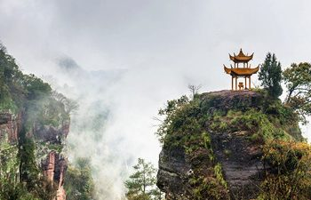 Huangshan Private Day Tour with Qiyun Mountain and Huizhou Culture Experience