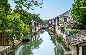 Half Day Shanghai Tour for Local Food and Zhujiajiao Water Town